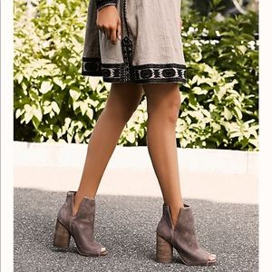 Ankle boots/Jeffrey Campbell